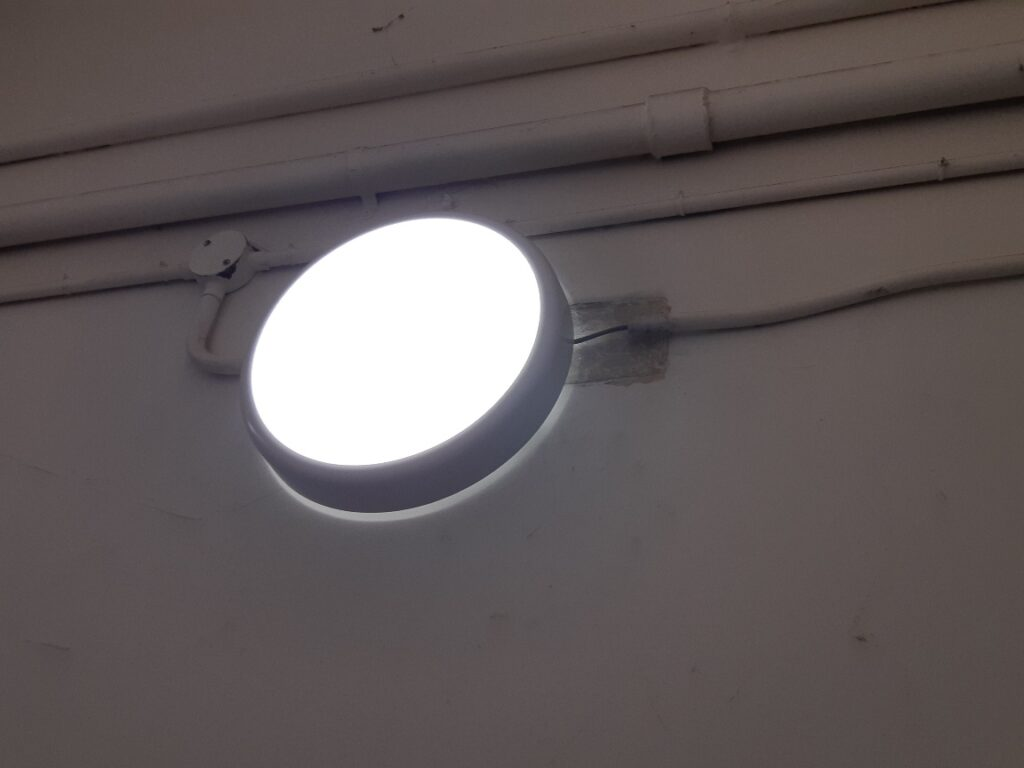 stair light not connected safely by Handyman